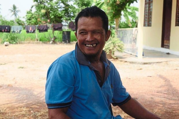 In Sekinchan, Abang Zaki has had to deal with a mysterious disease that has threatened his rice crop.