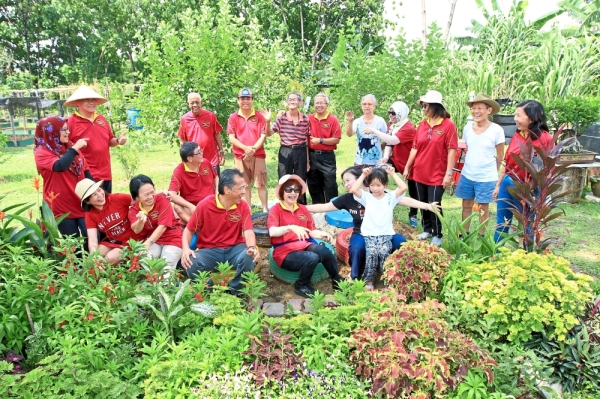 The Bandar Utama 12 Residents Association won RM10,000 under the Petaling Jaya Sustainability Award 2017 and RM5,000 grant from the Selangor government for their community garden initiative.