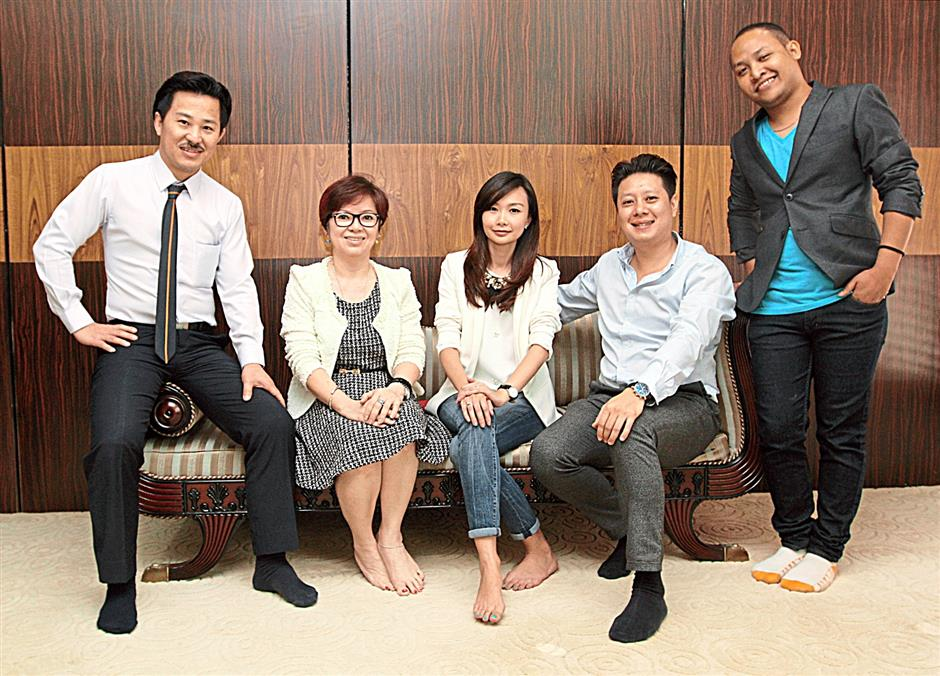 (FROM LEFT TO RIGHT) President of Malaysian Hairdressing Association Billy Lim, President of Malaysian Nail Technicians Skill Developement Association Alice Liew, PR & Communications Director Of Elite Expo Sdn Bhd  Evon Young, CEO of Elite Expo Sdn Bhd Johnson Lim and Renowned Professional Special Effect Make-Up Artist Mohd Aminuddin Mohd Mustajab.
