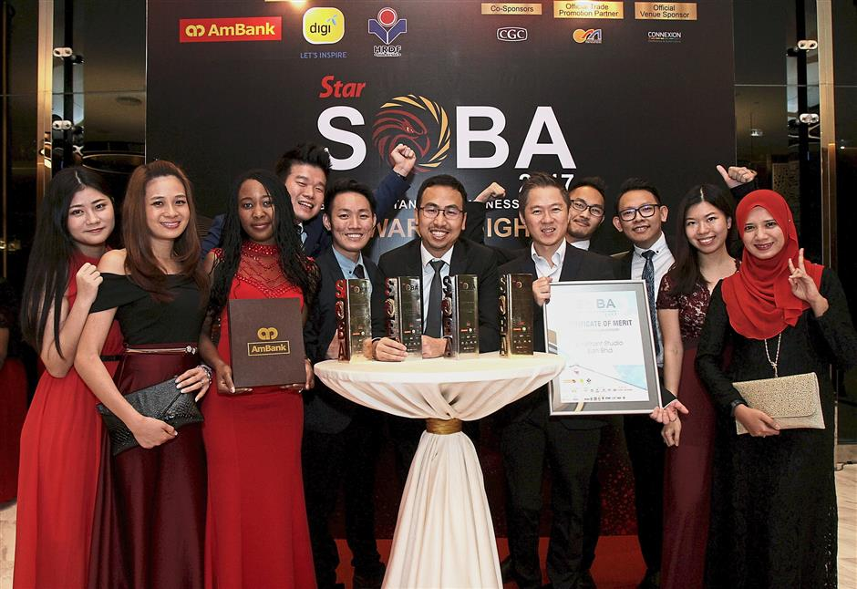 Mah (centre) together with his team as they celebrate the digital and creative advertising agencys win under the Up to RM25mil category: Platinum for Best in Marketing, Gold for Best Brand, Gold for Best Employer and Malaysian Business of the Year.