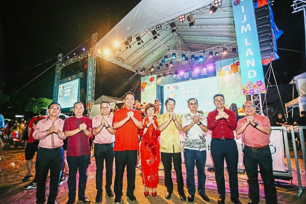 Hoo (second from left) with other special guests and IJM Corporation Bhd managing director and chief executive officer Datuk Soam Heng Choon (third from right) at the event.