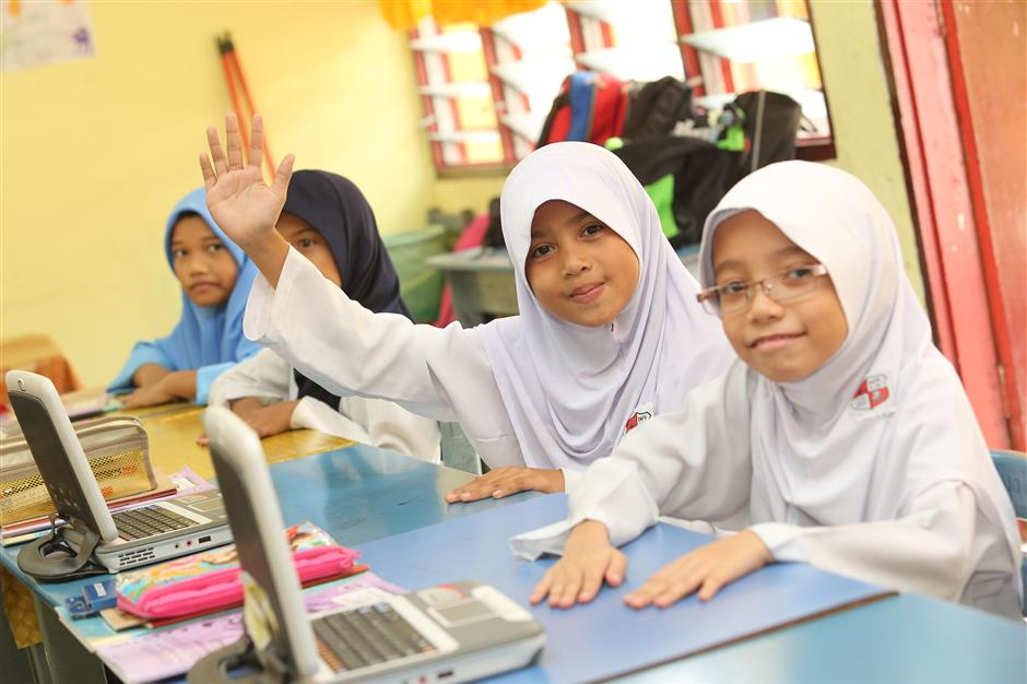 Enthusiastic: Pupils from SK Paya Bunga, Terengganu, using PCs donated by Intel Malaysia in their classroom to keep them challenged and intellectually motivated.