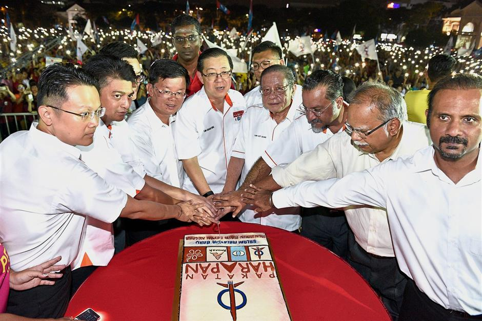 (From third left) Chow, Guan Eng and Kit Siang joining other leaders in the cake-cutting ceremony during the mega ceramah at the Esplanade in George Town. — Photos: GARY CHEN/The Star