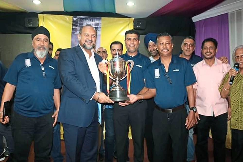 Gobind Singh (second from left) presenting the Lall Singh Trophy during the award ceremony.