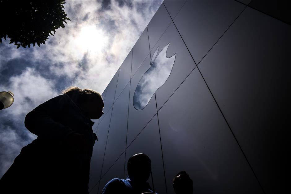 Pedestrians walk past an Apple Inc. store in San Francisco, California, U.S., on Thursday, August 2, 2018. Apple Inc. shares climbed 3 percent on Thursday, pushing it above $1 trillion in market capitalization, the first U.S. company to reach the milestone. Photographer: David Paul Morris/Bloomberg