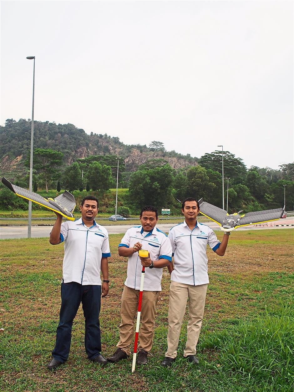 (From left) MySpatial Sdn Bhd marketing director Mohd Dini Hairi Suliman, founders Mohd Azuar Yaakub and Mohd Syarmy Shamsuddin with the equipment use to create a proper report for plantation owners.Their services are also applicable to those in the environment, municipality, transportation and engineering sectors.