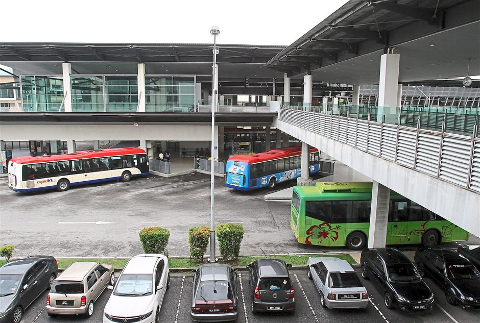 Bustling station: Besides the Putrajaya bus service within Putrajaya, Putrajaya Sentral also serves as the terminal for the KLIA Express train, RapidKL inter-city bus and a few other inter-city and inter-state bus services.