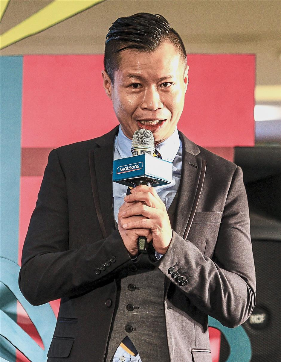 Watsons Malaysia customer director Danny Hoh introducing on the Watsons Syok Campaign to the audience during the Watsons card anniversary celebration at Sunway Pyramid.