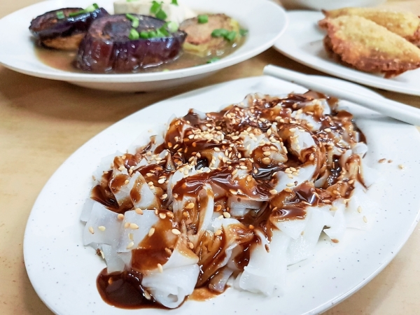 Sauce bottles are available at the table for the chee cheong fun served at Ipoh Road Yong Tau Foo in Taman Bahagia, Petaling Jaya.