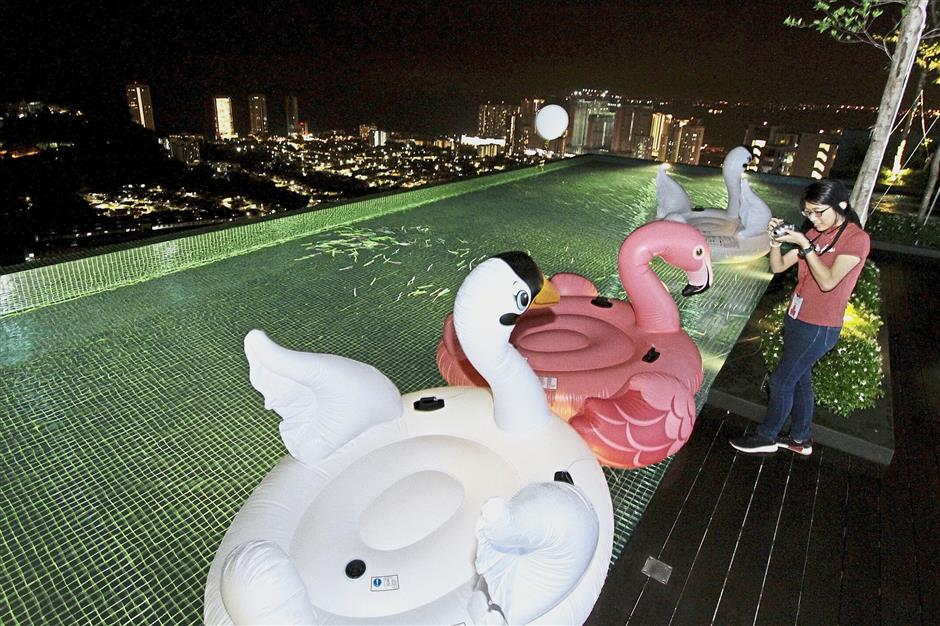 One of the facilities is an infinity pool.