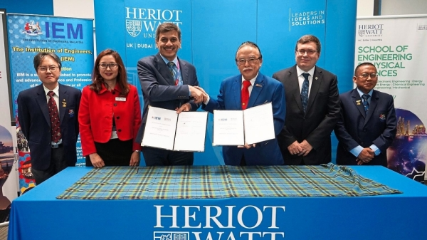 (Third and fourth left) Prof Mushtak and Lai shake hands after signing the MoU while (from left) IEM vice president Prof Dr Jeffrey Chiang Choong Luin, Yew, (from second right) Heriot-Watt University principal and vice-chancellor Prof Dr Richard Williams and Mohd Khir look on.