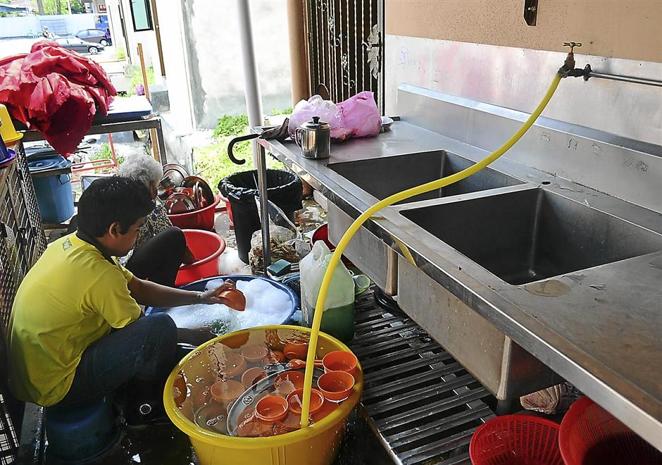 The common practice of washing dishes beside drains, thus allowing sullage to flow into waterways, is not allowed under the law but few restaurateurs have been penalised for it.