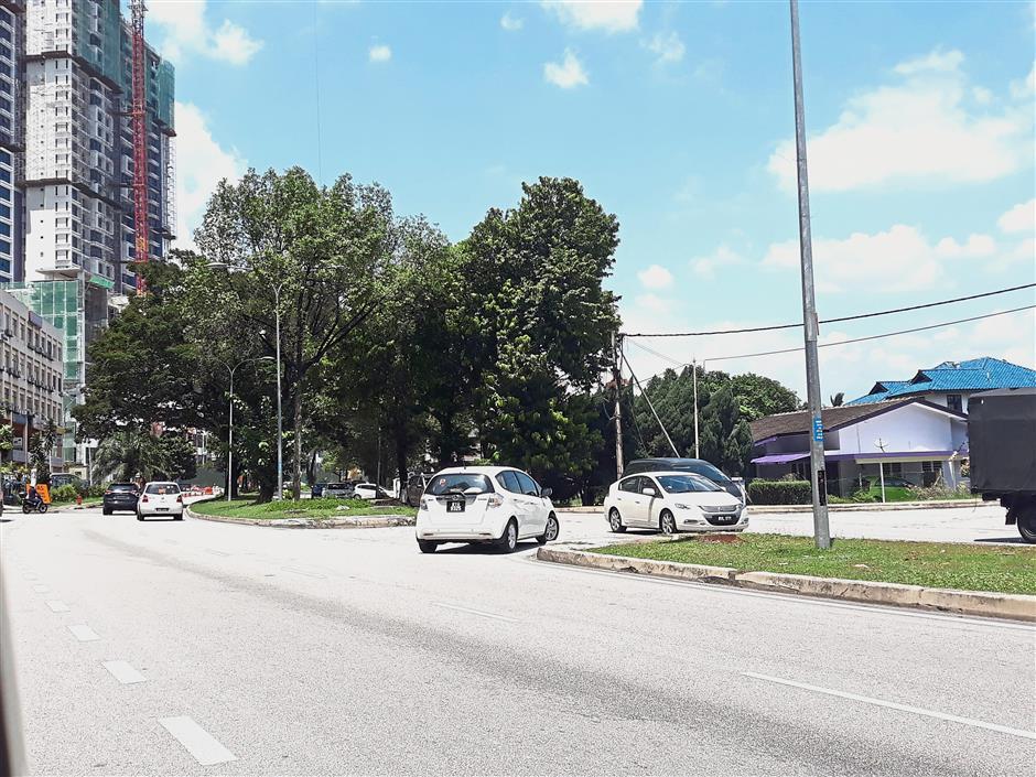 Cars making sudden u-turns along Jalan Kemajuan is sometimes dangerous when there is heavy traffic