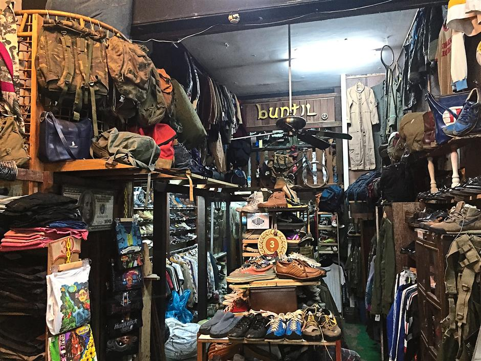 9. Vintage, second hand and rejected goods are sold at Buntil in Shah Alam. Their prices range from RM100 and above for branded goods from shirts, jeans, boots and bags.
