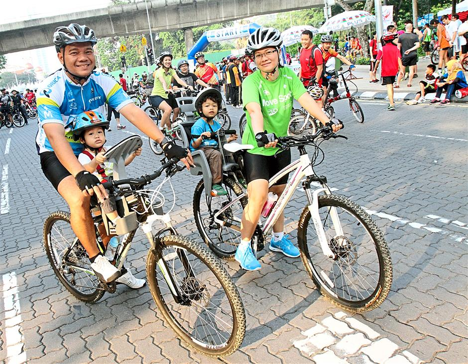 Many parents often bring along their children to KL Car Free Morning as a healthy family outing.