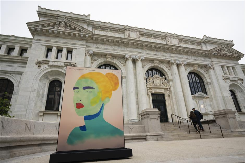 The Apple Inc. Carnegie Library flagship store stands in Mount Vernon Square in Washington, D.C., U.S., on Thursday, May 9, 2019. This is Apple's most extensive historic restoration project to date, restoring and revitalizing the Beaux-Arts style building once home to Washington, D.C.'s Central Public Library. Photographer: Melissa Lyttle/Bloomberg