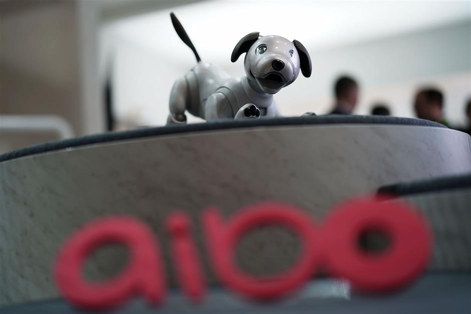 LAS VEGAS, NV - JANUARY 08: The latest generation of the Sony robotic pet, Aibo, is on display during a press event for CES 2018 at the Mandalay Bay Convention Center on January 8, 2018 in Las Vegas, Nevada. CES, the world\'s largest annual consumer technology trade show, runs from January 9-12 and features about 3,900 exhibitors showing off their latest products and services to more than 170,000 attendees.   Alex Wong/Getty Images/AFP == FOR NEWSPAPERS, INTERNET, TELCOS & TELEVISION USE ONLY ==