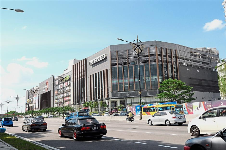 One of the newest malls in Johor Baru kinown as Paradigm Mall within the Pulai parliamentary.
