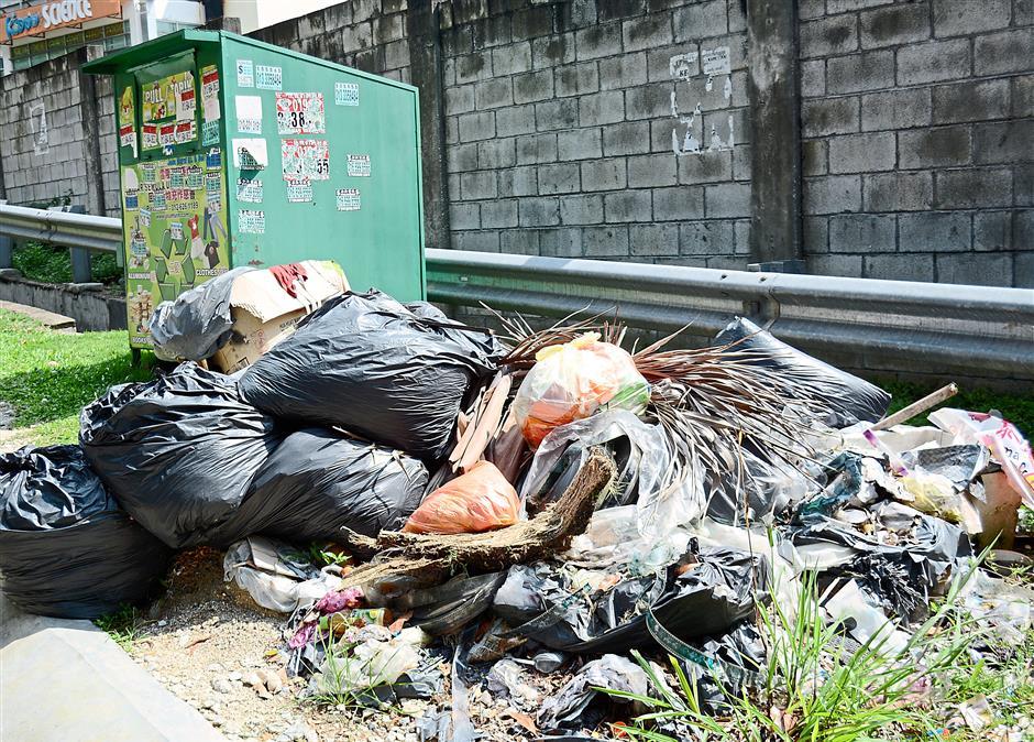 Convenient dumpsite: A huge rubbish pile were seen on the side of a recycle bin Jalan 1/144a, Taman Len Sen, Cheras.