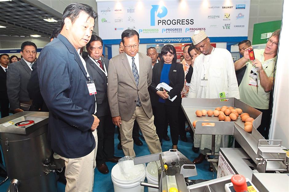 Agriculture and Agro-Based Industry minister Datuk Seri Ahmad Shabery Cheek (in light gray) checking out some of the technology and innovations displayed at the exhibition portion of Lifestock Asia Expo and Forum 2015.