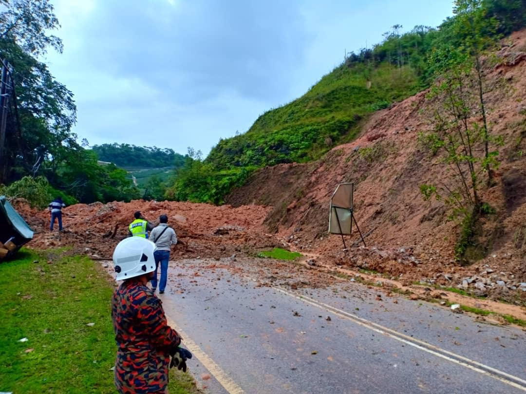 Road To Cameron Highlands Hit By Landslide The Star
