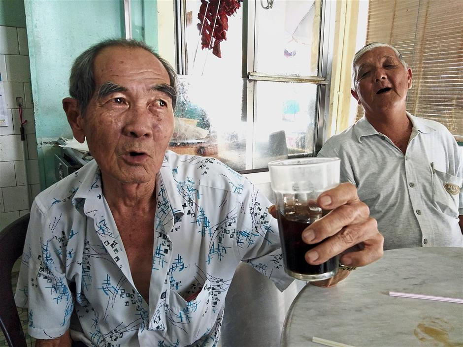 Fong (left) and his friend Kong, who are regulars of Sin Yoon Loong, usually opt to have their cuppa with ice in the afternoon but will always enjoy a hot and aromatic cup of white coffee as their morning pick-me-up and also in the early evening to wind up a day.