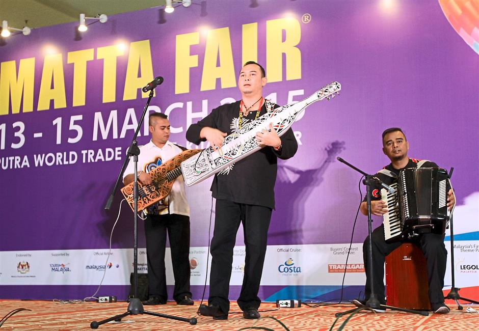 Entertainment of the day: The Sarawak World Music Performance taking place at Hall 1M.