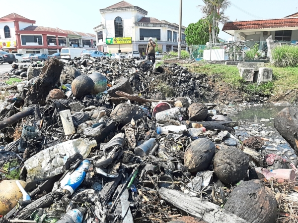 Good grief: Rubbish dug out from the canal in Taman Pelangi, Alor Setar, awaiting disposal by the city council.