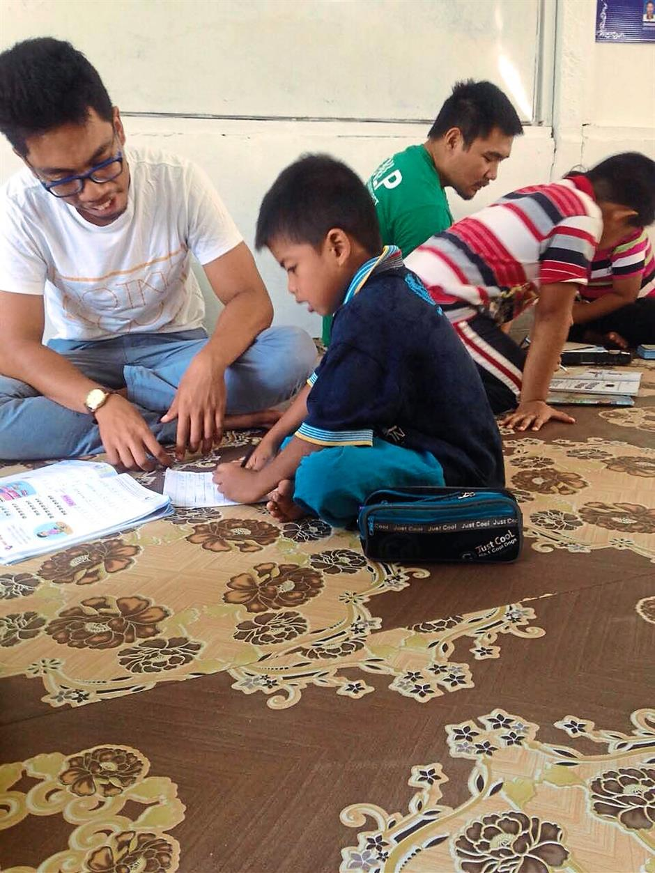 Mastura and her volunteers provide literacy classes for children in kampung areas on Saturdays. Each volunteer is assigned five children each, depending on availability of manpower.
