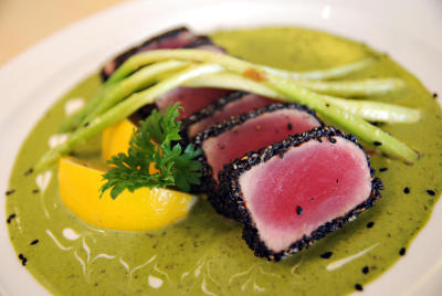 The Seared Ahi resembles sushi but tastes like sashimi.