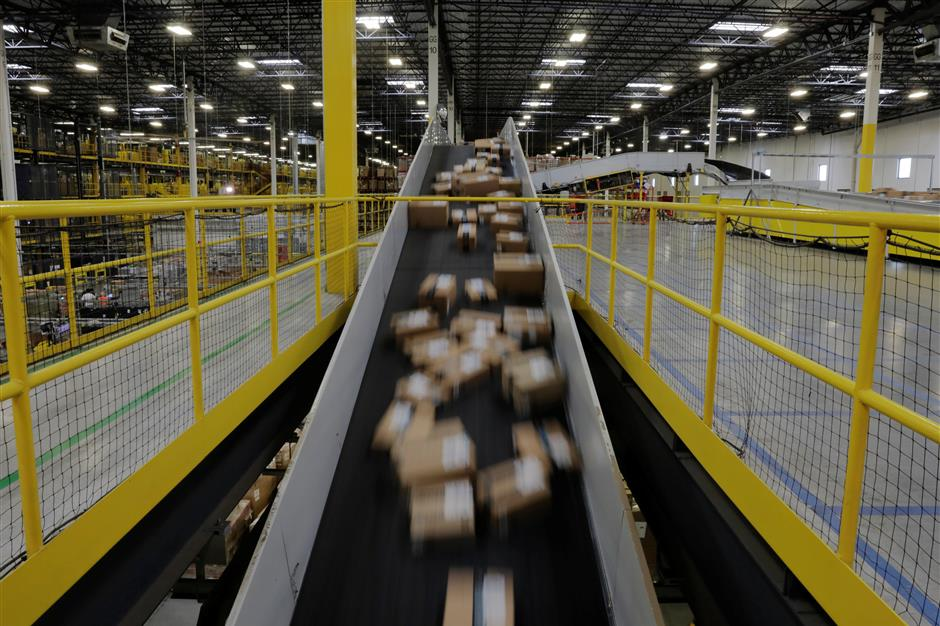 Packages travel along a conveyor belt to be shipped inside of an Amazon fulfillment center in Robbinsville, New Jersey, U.S., November 27, 2017.  REUTERS/Lucas Jackson