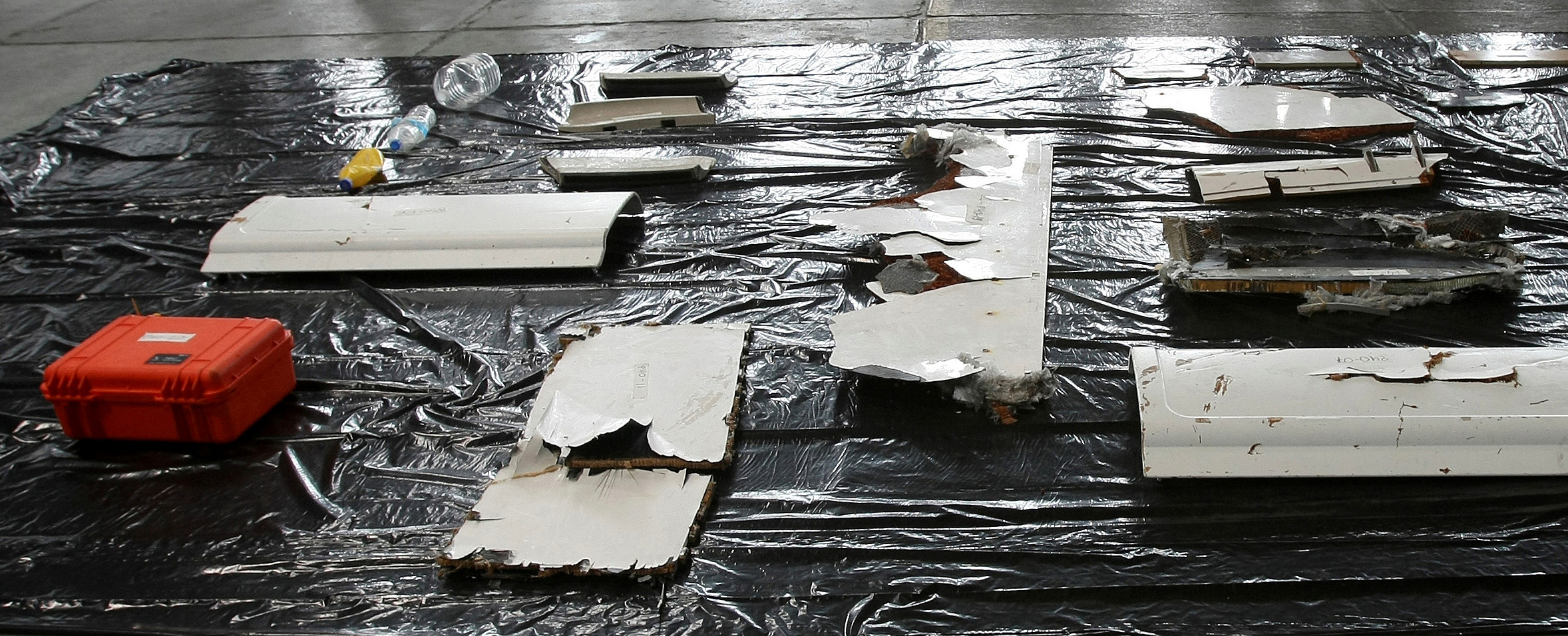 FILE PHOTO: Debris from the missing Air France flight 447 is seen at the Air Force base in Recife June 12, 2009.  REUTERS/Stringer/File Photo