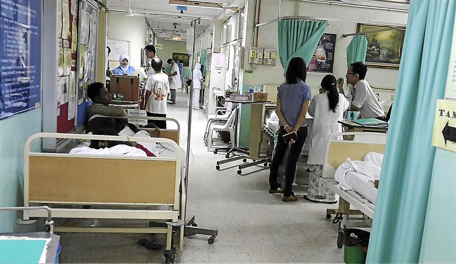 an extension bed has placed at a corridor of a medical ward at the  kajang hospital which cause congestion for both the public and the staff.KAJANG