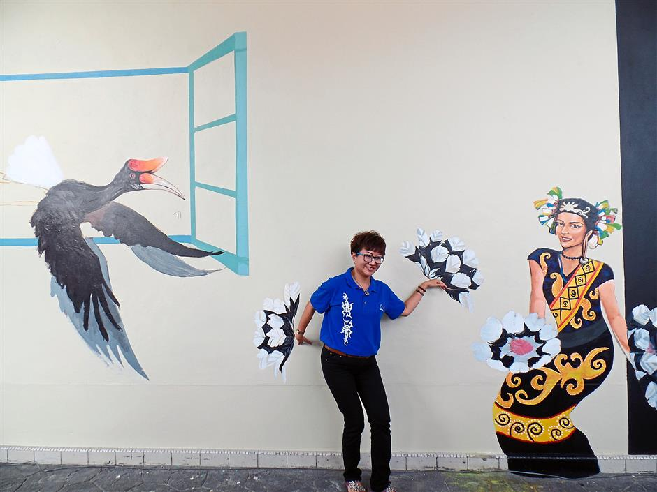 Cool: SUPP central women chairman Amy Tnay Li Ping posing at the 3D mural.