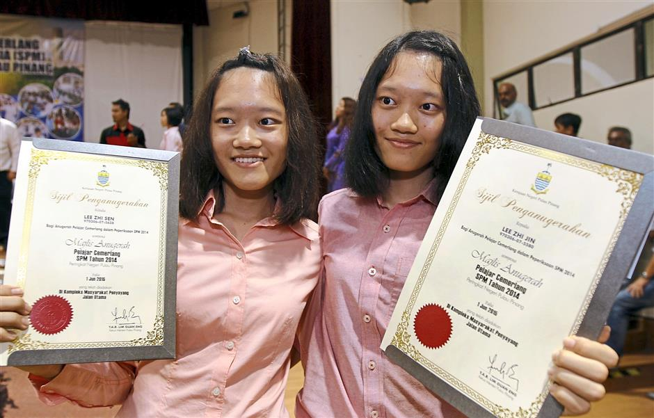 Twins Zhi Sen (left) and Zhi Jin with their awards at the event.