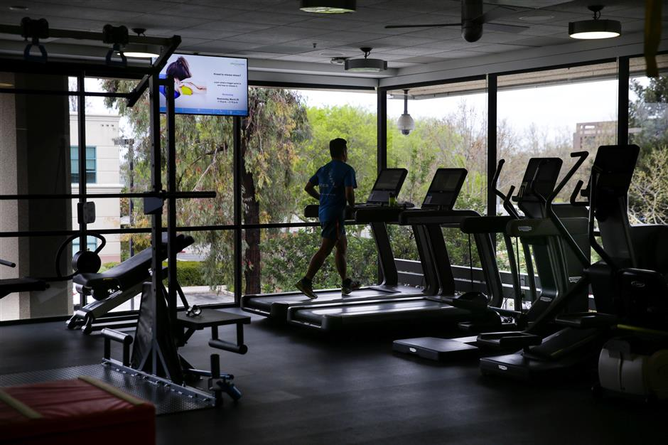 A man uses a treadmill in a gym connected to a physical therapy center at a Cisco health clinic at Cisco Systems in San Jose, California, U.S., March 22, 2018. Picture taken March 22, 2018. REUTERS/Elijah Nouvelage