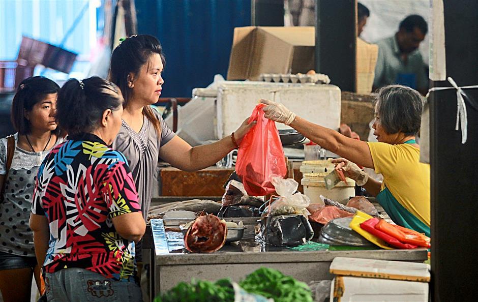 Morning market beside Kenanga mall (general shots). 09 Sept 2014 CHAN TAK KONG/The Star