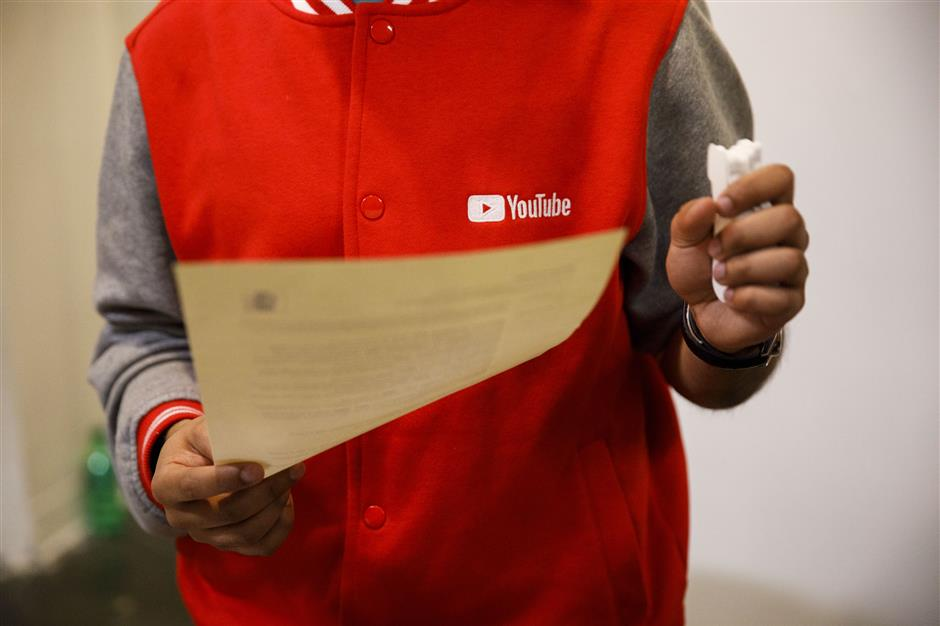 A YouTube Inc. representative reviews a resume during the TechFair LA career fair in Los Angeles, California, U.S., on Thursday, March 8, 2018. The U.S. Department of Labor is scheduled to release initial jobless claims on March 15. Photographer: Patrick T. Fallon/Bloomberg