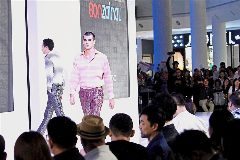 The audience getting a look at Bon Zainal's range of menswear incorporating traditional materials.