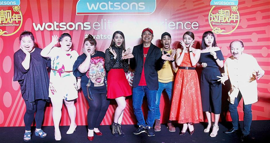 Chiu (centre) and 'Think Big Big' cast members at the event.
