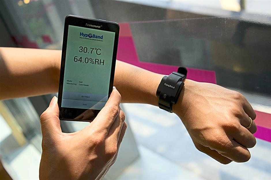 The Hypoband is worn on the wrist and will immediately trigger an alert to a designated smartphone should it detect cold sweat on the skin surface of the wearer.