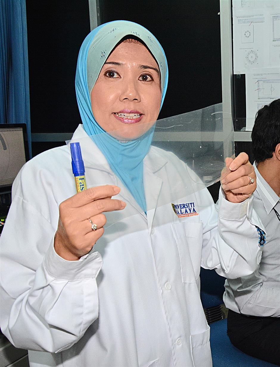 Dr Fatimah Ibrahim stresses that the conditions have to be right for the cells to stay alive.