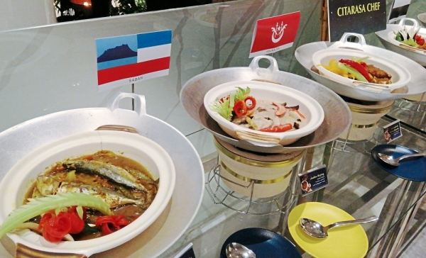 Sedap Restaurant is highlighting signature dishes from all states during Ramadan. (Right) Diners can look forward to fresh seafood grilled on the spot at one of the live action stations.