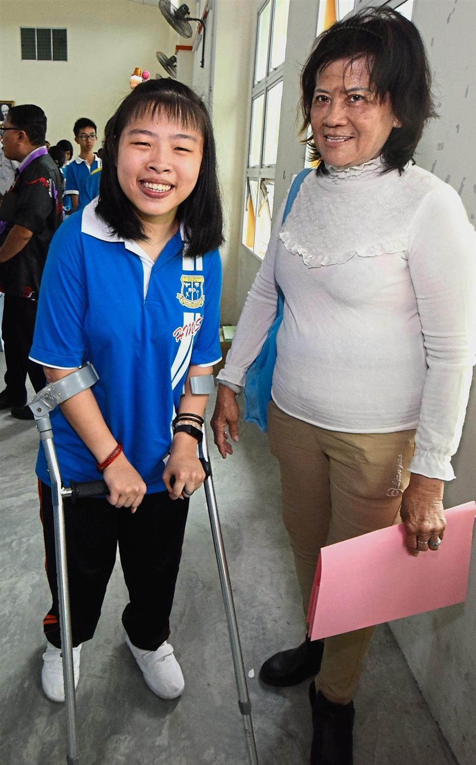 A beaming Pei Xuan (left) and her grandmother Chay were both overjoyed with her good SPM results.