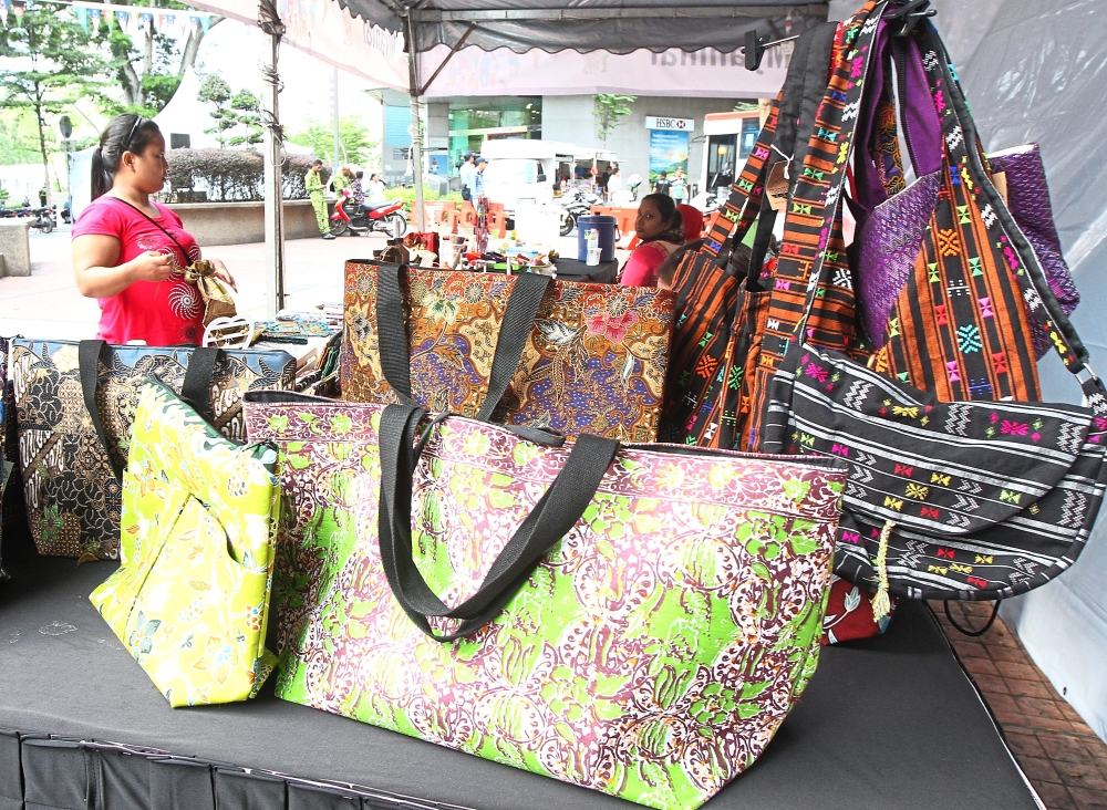 Handicraft and woven bags at the Myanmar stall.