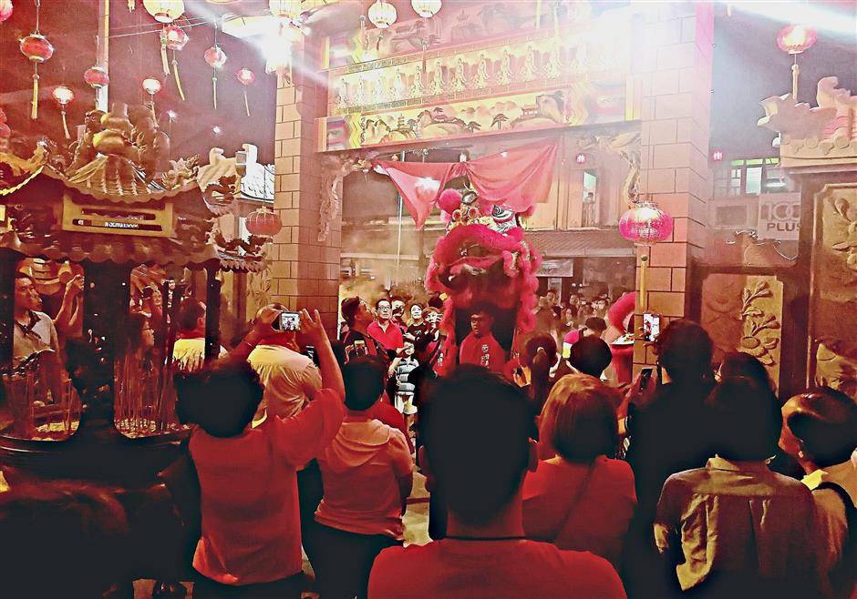 A lion dance at the entrance of Ho Ann Kiong Temple in Kampung Cina, Kuala Terengganu.