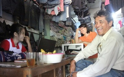<b>Happy reunion:</b> Malaysian Wilfred Kutu Linau made a surprise visit to his cousin Au2019emu2019s home in Balaikarangan, West Kalimantan. With him are Au2019emu2019s daughter Paulina Juniarti (left) and wife Donesia.