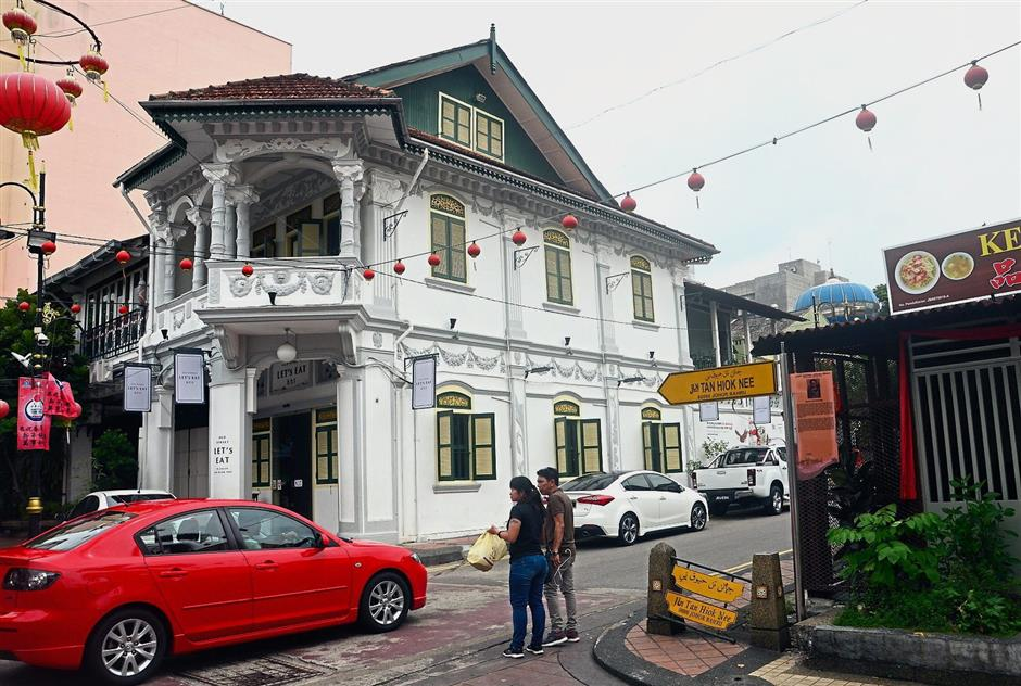 Well-preserved pre-war shophouses can be found in Jalan Tan Hiok Nee in the old part of Johor Baru city centre.