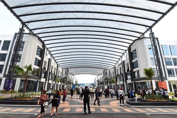 The largest and longest ETFE canopy walkway at Vervea High Street in Aspen Vision City, Batu Kawan.             u2013 Photos: MUSTAFA AHMAD/The Star