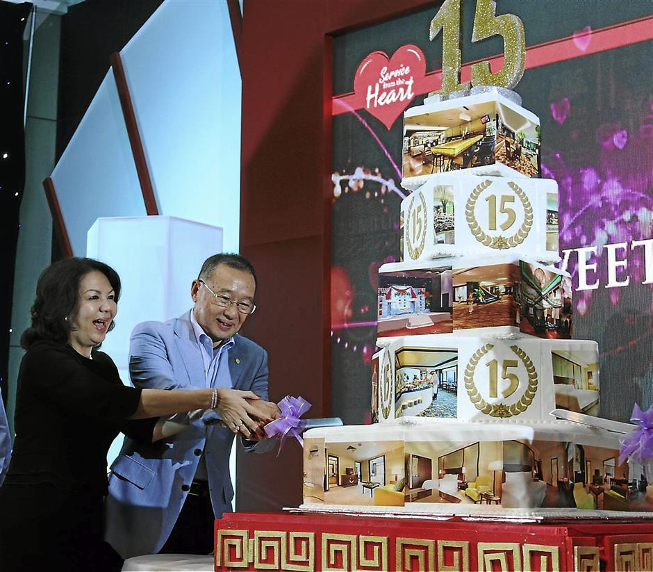 CP Group executive chairman Datuk CP Tan together with group executive director Datin Jane Yeoh cutting the cake at the Eastin Hotel Petaling Jaya's 15th Anniversary celebration at the Grand Ballroom
